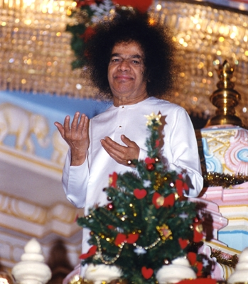Constant reflection on the glory of God helps to transmute the body, mind and spirit. – Baba