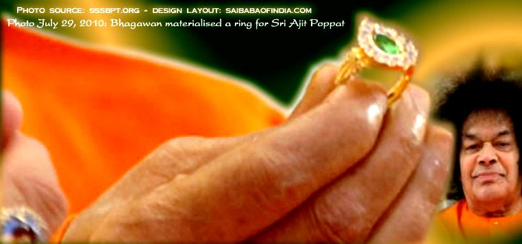 Bhagawan materialised a ring for Sri Ajit Poppat and blessed him with a 'Snap with The Divine!'