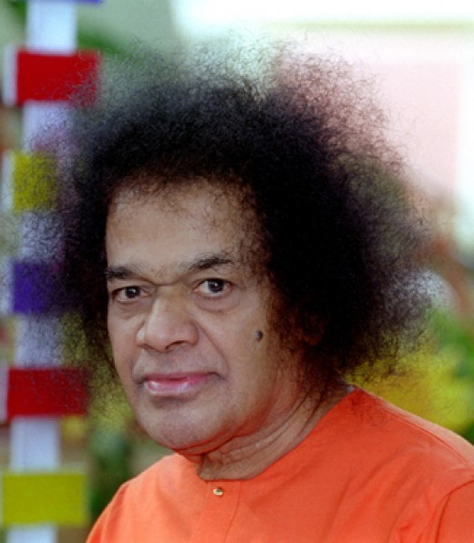 Who-is-Sathya-Sai-Baba-avatar-Guru-bhagawan-swami-teachings-service