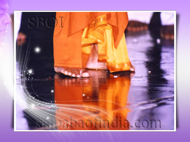 sri-sathya-sai-baba-wet-lotus-feet-in-rain